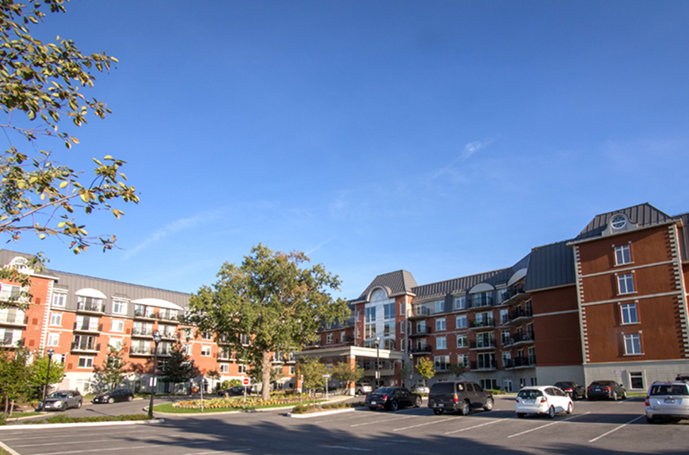 Front entrance at Red Oak Retirement Residence