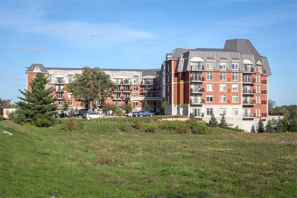 Exterior view of Red Oak Retirement Residence
