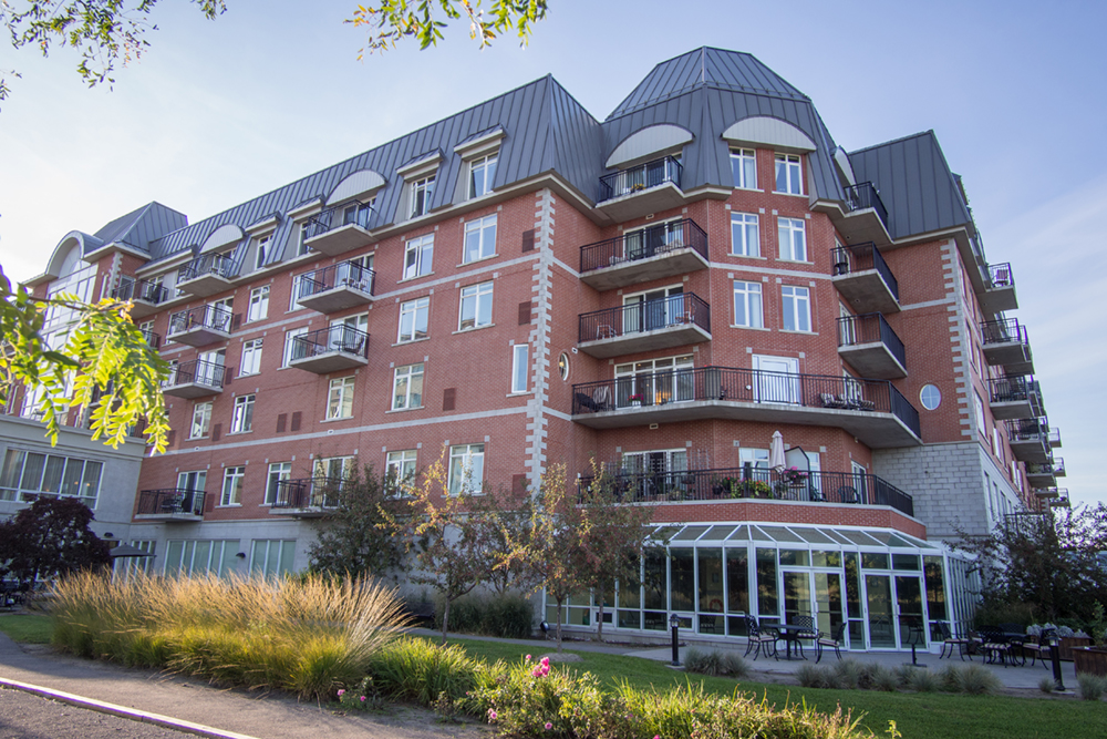 Side view of Red Oak Retirement Residence's building
