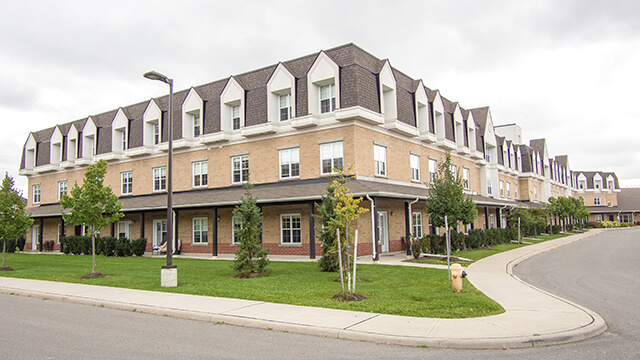 image of front entrance of Cedarvale Lodge Care Community in Keswick (Georgina)