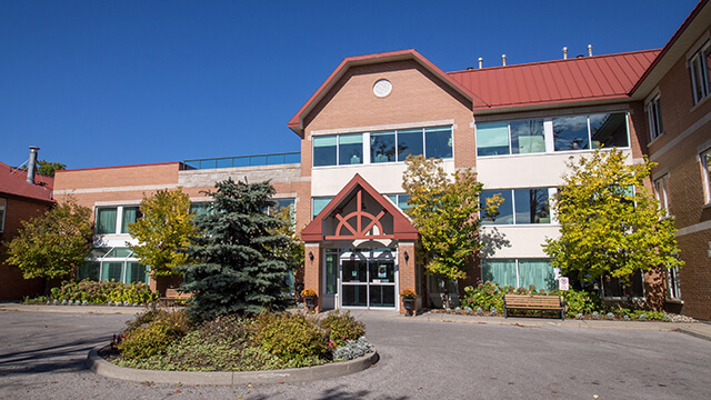 image of front entrance of Bloomington Cove Care Community in Stouffville