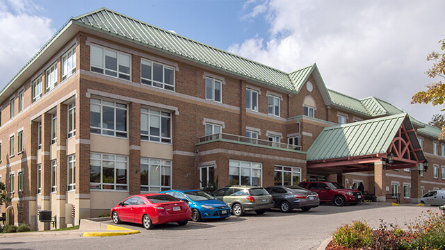 image of front entrance of Woods Park Care Centre in Barrie