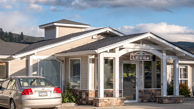 image of the front entrance of Lake Country Lodge Retirement and Care Community in Winfield
